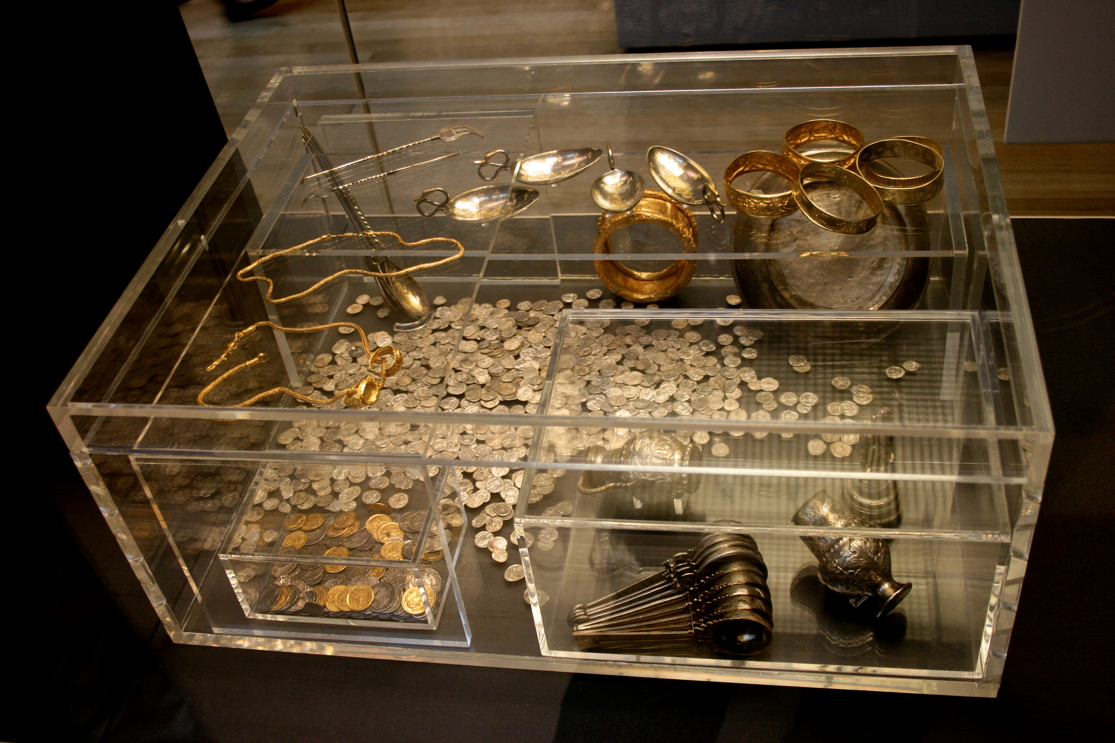 Display case at the British Museum containg types of metals that can be subjected to heat for Pot Metal Welding