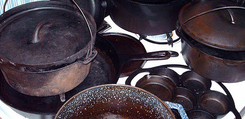 Photo of Pots, Bowls, and Pan Cookwares made from Cast Iron Welding